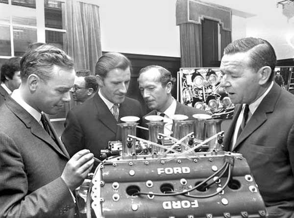 Chapman, Graham Hill, Mike Costin e Keith Duckworth