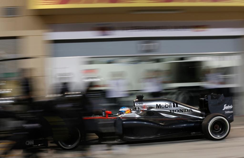 Fernando Alonso pits.