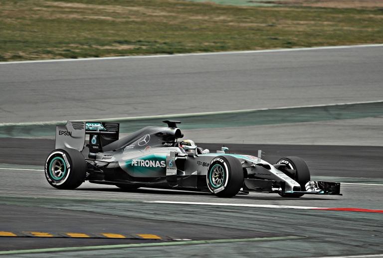 Lewis_Hamilton-Mercedes_2015