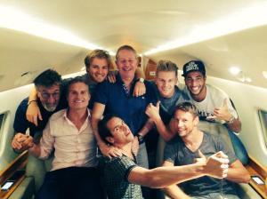 Brundle e os parças até que se animaram no voo de volta de Sochi