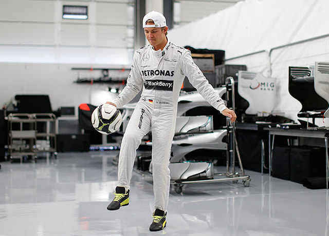 nico-rosberg-mercedes-amg-garage-football