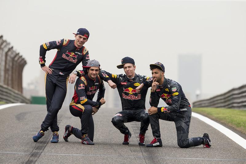 f1-chinese-gp-2016-daniel-ricciardo-red-bull-racing-daniil-kvyat-red-bull-racing-max-verst