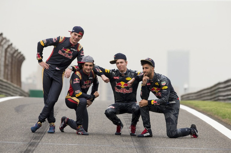 f1-chinese-gp-2016-daniel-ricciardo-red-bull-racing-daniil-kvyat-red-bull-racing-max-verst