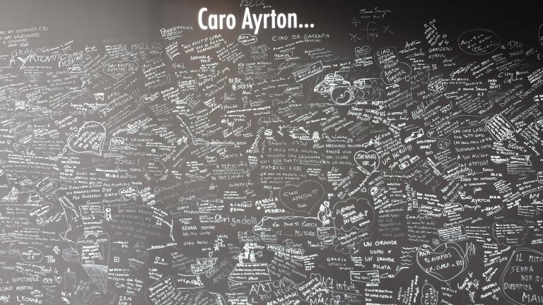 Mural com dedicatórias dos visitantes da exposição em Monza