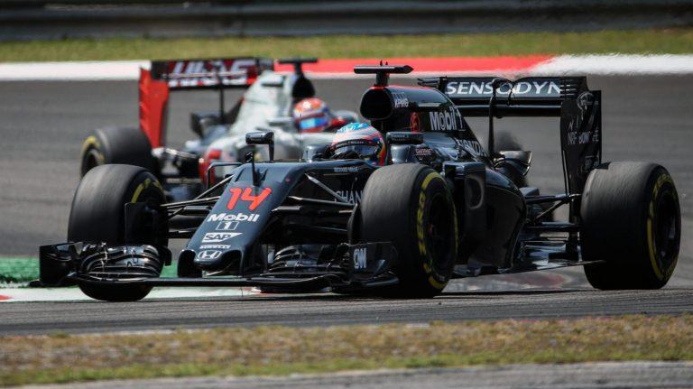 Essa imagem mostra o nível de rake que a McLaren tem usado